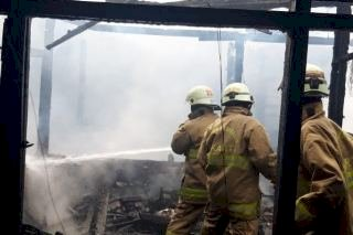 Tiga Rumah Petak di Pasar Sunton Cakung Ludes Terbakar