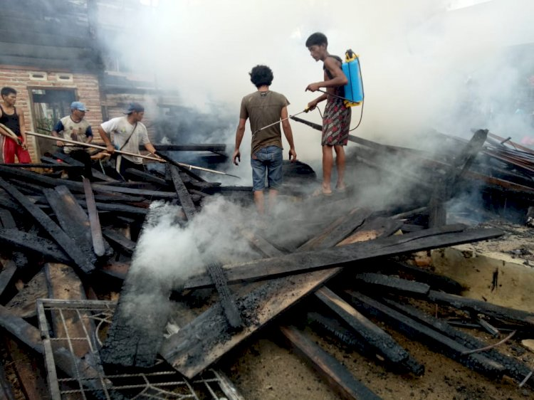 Rumah Anak Kades di Bungo-Jambi Ludes Terbakar, Damkar Disuruh Putar Balik