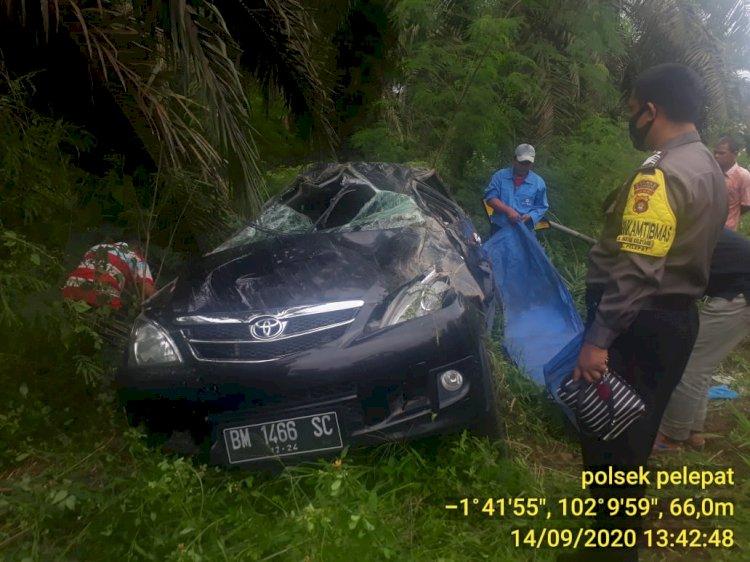 Nahas Mobil Avanza Terguling Hingga Ringsek di Jalinsum Pelepat, Begini Kondisi Korban