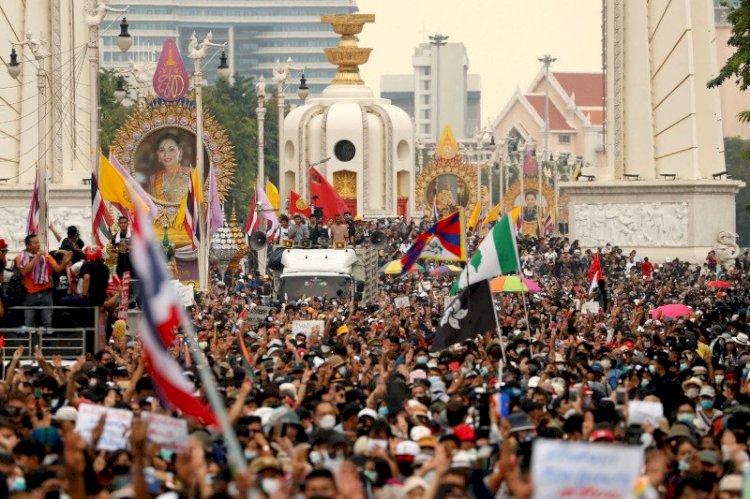 Thailand Bungkam Protes dengan Larangan Berkumpul dan Siarkan Berita