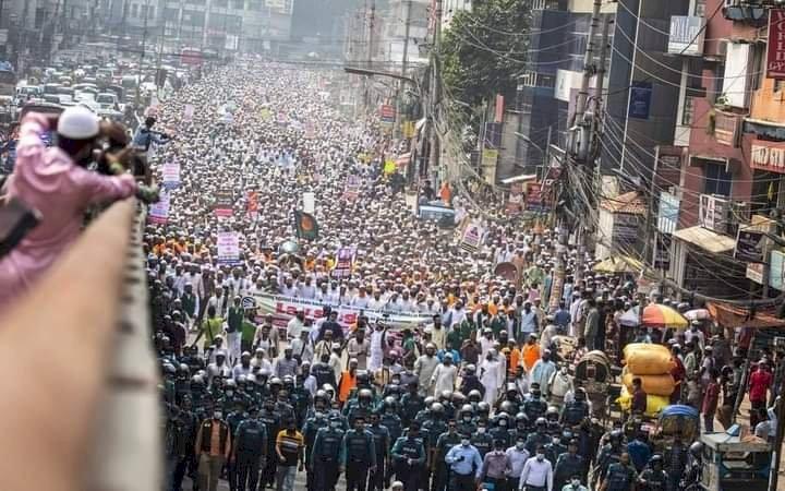 Kemarahan Rakyat Banglades! Kecam Pernyataan Presiden Prancis, Puluhan Ribu Orang Demo