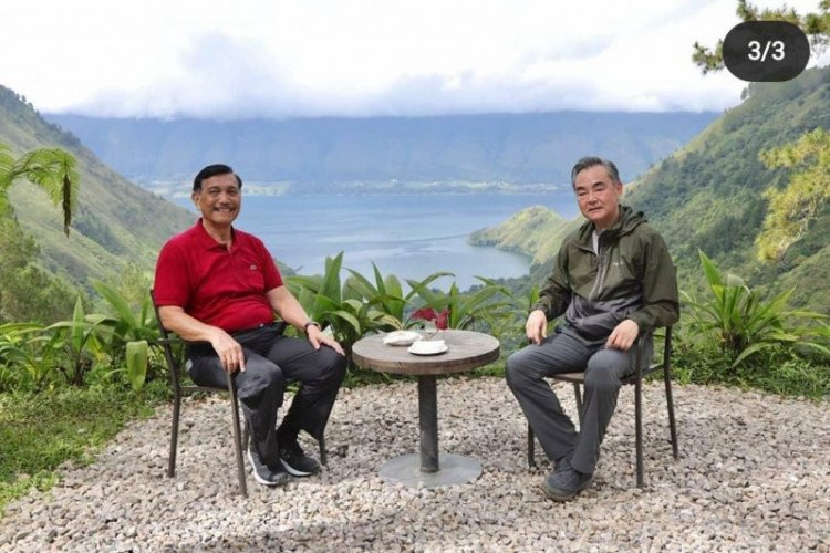 Ajak Menlu China Wang Yi Nikmati Pesona Danau Toba, Ini Harapan Luhut