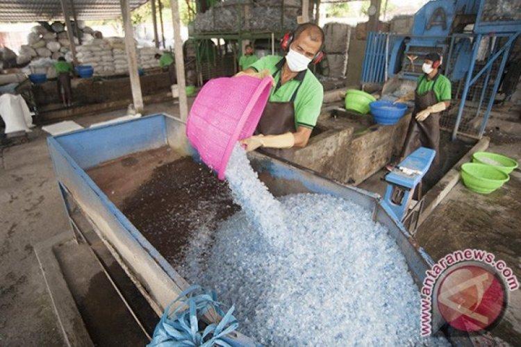 Pria Ini Bisa Berwisata ke Bali Berkat Pengelolaan Sampah