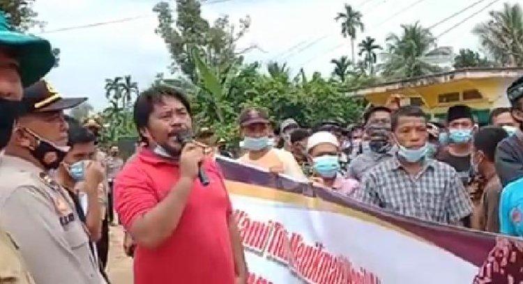 Ratusan Warga Rantau Pandan Demo Jalan Tambang, Minta KBPC Keluar dari Desa Mereka