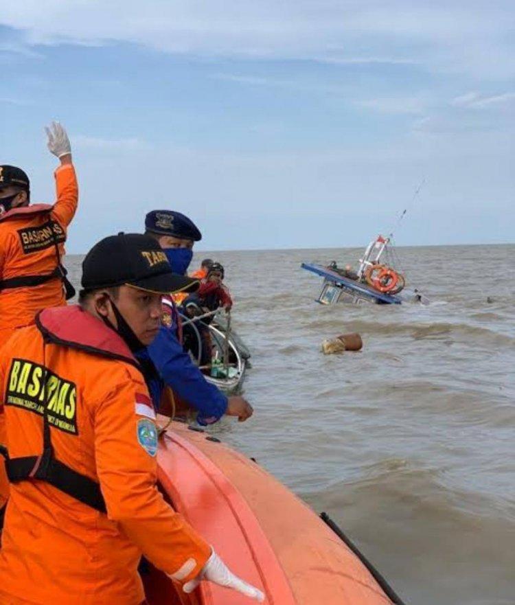 Sedang Tarik Jaring, Nelayan Asal Tanjab Barat Terjatuh di Perairan Pulau Berhala