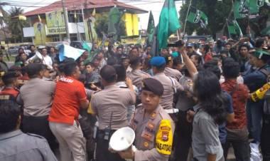 Kapolresta Bengkulu Sebut Delapan Personelnya Terluka saat Ricuh Aksi Mahasiswa