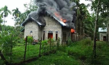 Rumah Warga Tasepli Terbakar Hebat, Dua Korban dilarikan ke Puskesmas Terdekat