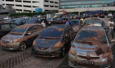 Bagaimana Cara Mengenal Mobil Bekas Terendam Banjir?