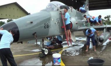 Nah Loh! Skadron Udara 16 Cuci Jet Tempur