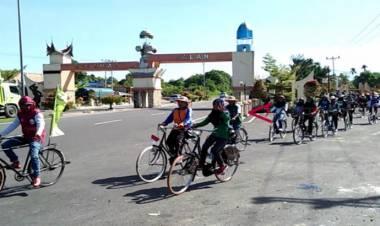 Tempuh 20 KM, Pawai Komunitas Sepeda Ontel Ikuti HUT Pasbar