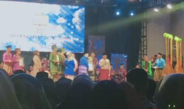 Maestro Krinok Bungo Terima Penghargaan Seni Jambi