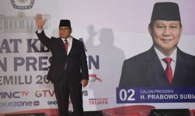 Pengamat Mode: Jokowi Terkesan Tulus, Prabowo Tampil Necis