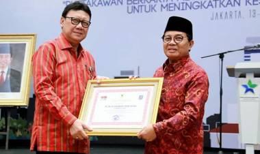 Hanya Dua Gubernur, Fachrori Umar Dianugrahi Penghargaan Perpustakaan oleh Mendagri