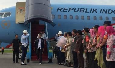 Presiden: Baru Turun Airport Saya Dibisikin Pak Bupati Tapteng