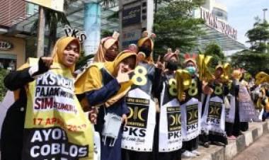 PKS Lakukan Flashmob Lima Kilometer