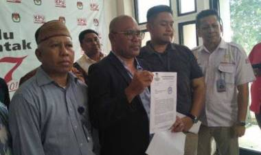 Tuding Biang Keonaran, BPN Prabowo-Sandi Laporkan Enam Lembaga Survei ke KPU RI
