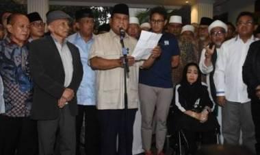 Prabowo Bersama Relawan Syukuran Klaim Kemenangan di TMII