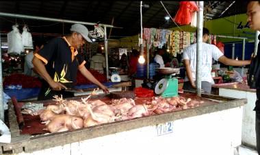 Harga Cabe dan Ayam Stabil, Tetapi Pembeli di Angso Duo Sepi