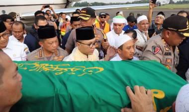 Jenasah Ustadz Arifin Ilham Dibawa ke Gunung Sindur Usai Dishalatkan