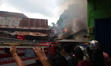 BREAKING NEWS!!! Di Bangko, 4 Unit Rumah Terbakar Hebat