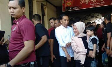 Jokowi Ajak Keluarga, Cucu dan Menantu ke Pasar Gede
