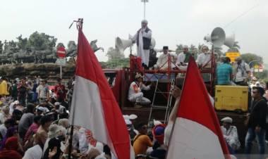 Massa Datangi MK Guna Kawal Sidang PHPU
