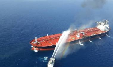 Tanker Kokuka Courageous Dihantam Ledakan Ditarik Menuju UAE