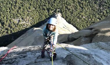 Bocah Perempuan 10 Tahun Taklukkan Tebing Granit El Capitan 900 Meter