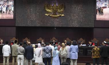 BW Anggap Hakim MK Arief Hidayat Tekan Saksi Idham, Nyaris Dikeluarkan