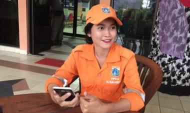 Selha Purba, Pasukan Orange Cantik yang Viral di Medsos Ditabrak Motor Saat Menyapu