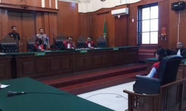 Divonis Hakim 5 Bulan, Vanessa Angel Menangis