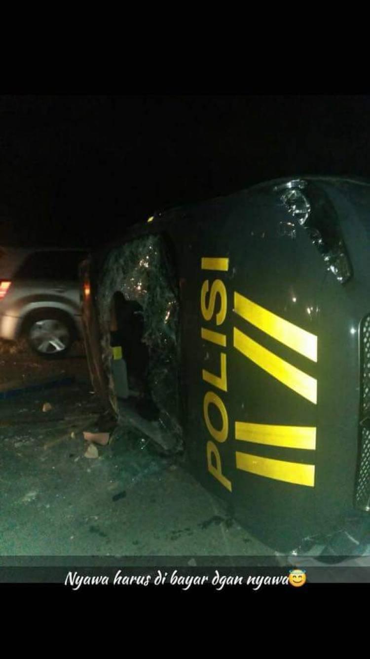 Bentrok Warga Vs Polisi, Massa Hancurkan Mobil Patroli Polisi Mandiangin Jambi