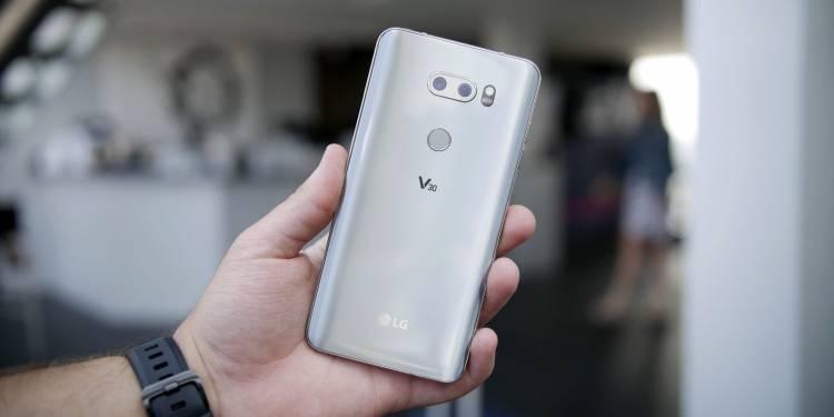 LG V40, Ponsel Pertama dengan Fitur 5 Kamera