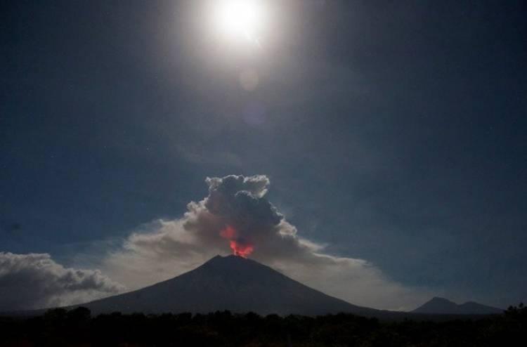 Status Tetap Siaga, Walaupun Embusan Gunung Agung Sudah Menurun