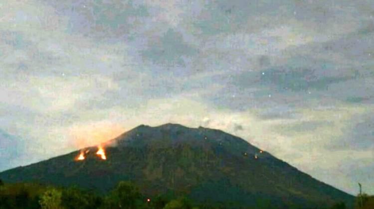 Dampak Gunung Agung Metelus, 2 Bandara di Jatim Ditutup
