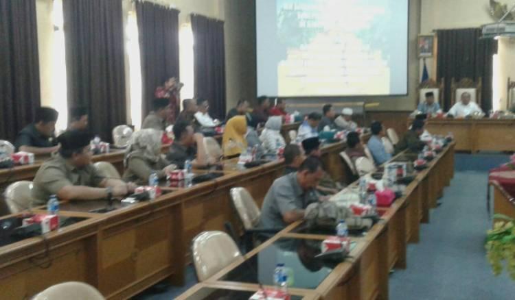 Anggota DPRD Dilarang Main Proyek dan Minta Uang Ketok Palu