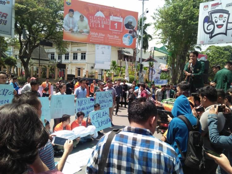 BREAKING NEWS!! Talak Tiga, Ratusan Mahasiswa Jambi Tuntut Jokowi Mundur