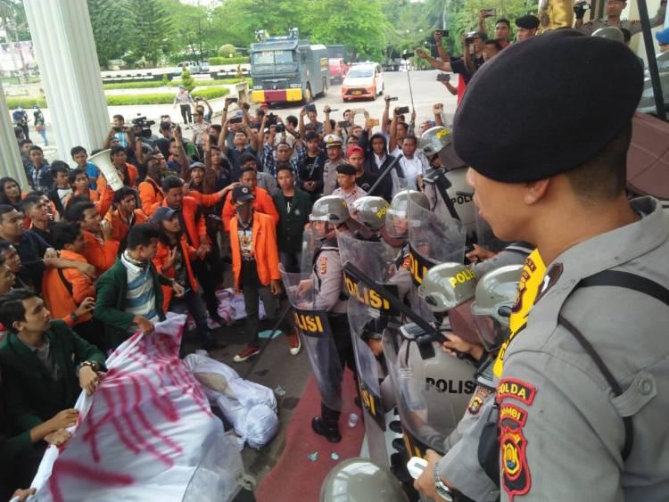 Aksi Mahasiswa Tuntut Presiden, Relawan Jokowi: Kalau Demo Mengkritisi Pemerintah Ya bagus