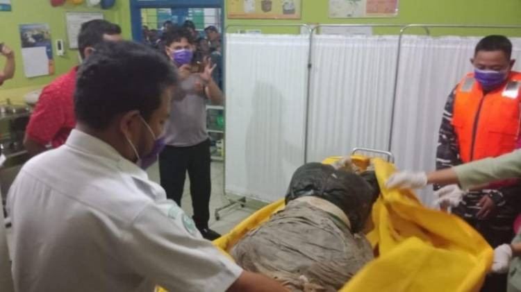 Mayat Tanpa Kepala yang Ditemukan di Perairan Tanjab Timur Dijemput Keluarga
