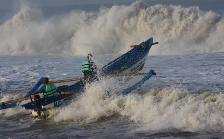 BMKG Peringatkan Angin Kencang dan Gelombang Tinggi di Lampung