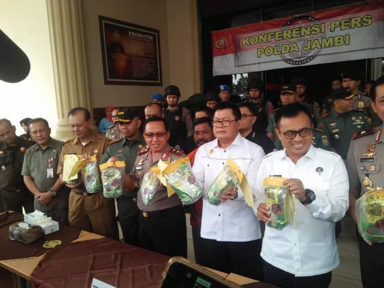 Polda Jambi Gagalkan Penyelundupan 8 Kg Sabu yang Disembunyikan di Dalam Ban Serep