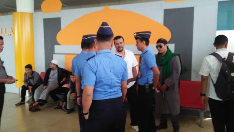 Aliansi Masyarakat Islam Jambi Geruduk Bandara Tolak Kedatangan Ketua PP GP Ansor