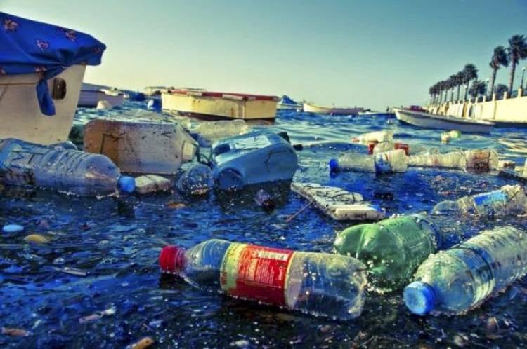 Ada 700 Merek Samplah Plastik Ditemukan di Pantai Indonesia, Ini Rinciannya