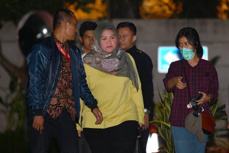 Ditahan KPK Dalam Kondisi Hamil Muda, Ini Profil Bupati Bekasi Neneng Hassanah