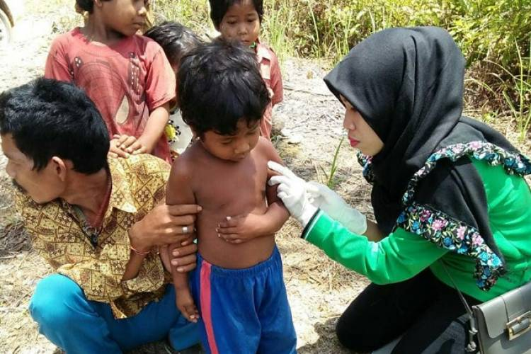 42 Bocah Suku Anak Dalam Batanghari Jambi Diimunisasi