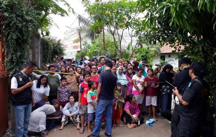 Padati TKP Rekonstruksi, Ratusan Warga Penasaran Siapa Pelaku Pembunuhan Diperum
