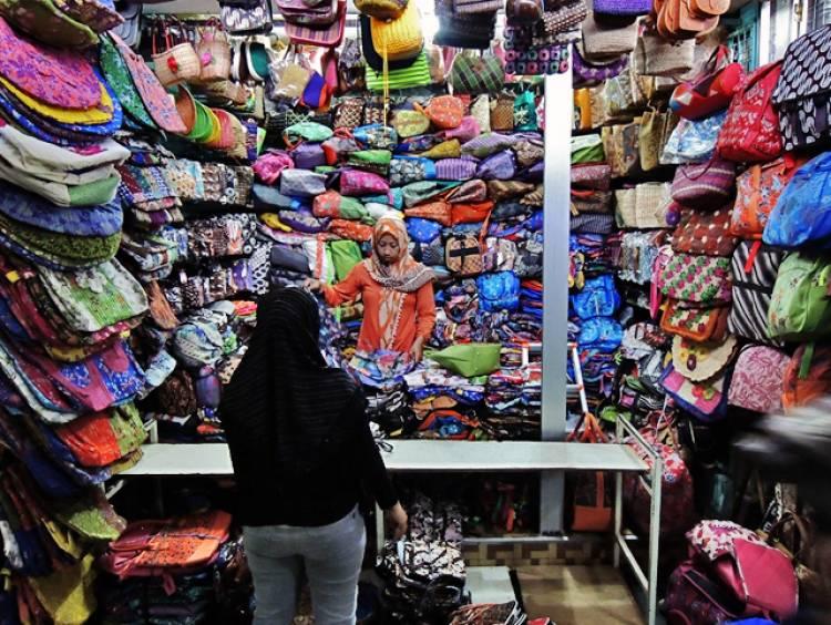 Penjual Batik Jangan Curang Dong! Tentang Dagangannya