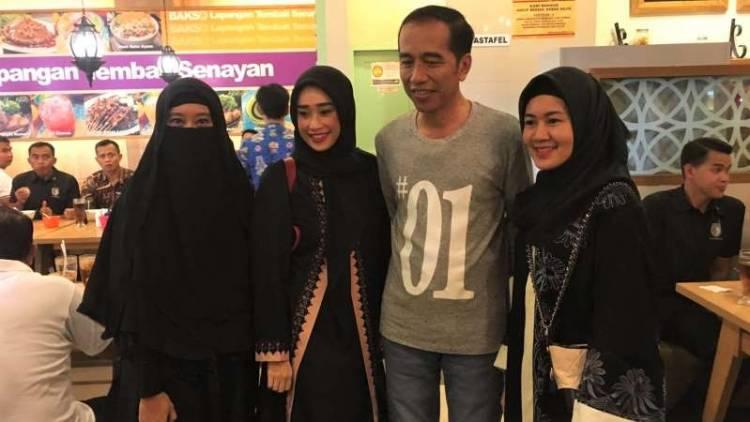 Ini Kata Perempuan Bercadar Usai Foto Bareng Jokowi