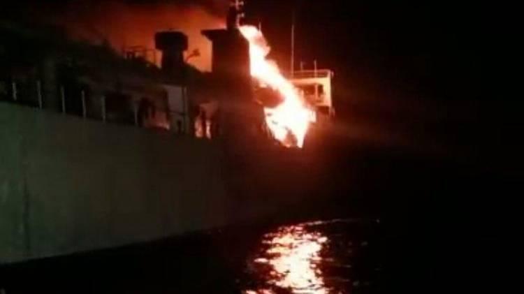 Suasana Mencekam, Kapal Penumpang Roro KM Gerbang Samudra Terbakar
