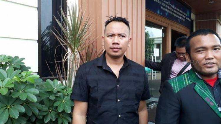 Adik Vicky Prasetyo Dibacok dan Dibegal di Cikarang